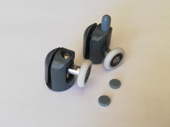c'est une forme ronde de 23 mm de diamètre et environ 5 mm d'épaisseur, au centre il y a un roulement à billes. elle se monte sur porte pour douche