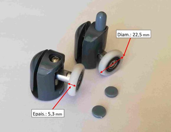 Roulette composé d'une bague en téflon avec un roulement à billes en son centre son diamètre de roue est 22.5mm et c'est un rouleau de porte de douche simple (le rouleau pour la partie supérieure de la porte est différent du modèle pour la partie inférieure de cette même porte). Ces rouleaux de porte de douche simples s'adaptent aux portes de douche en verre Diamètre de la roue: 22.5mm Epaisseur de la roue : 5.5mm.